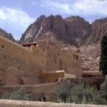 Aconsejan a turistas abandonen el Sinaí