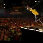 Baterista de Hillsong se lanza literalmente al piso (Video)