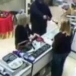 Mujer reprende a ladrón y sale huyendo