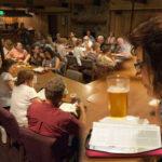 Hombre predica la Biblia dentro de bares