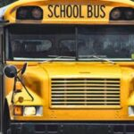 Pastor pierde su trabajo al orar por pasajeros de bus escolar